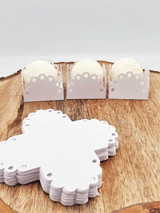 White Circles Laser Cut Chocolate Truffle Holder. Caixeta Branca Laser  de Bolinhas.