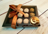 Chocolate Truffle Gift Box 12 pieces, pre assembled. Embalagem para 12 Doces.