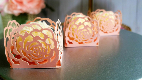 Plush Pink -  4 Petal - Design or Laser Cut Truffle or Brigadeiro Wrappers / Holders. Forminhas para doces.