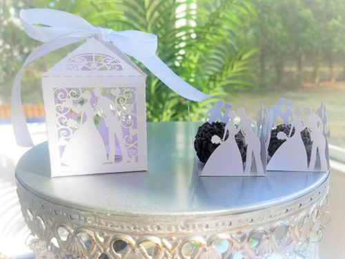 Wedding Couple Favor Box for Wedding, Engagement or Shower. Lembrancinha de casamento.  Wedding Couple truffle box displayed with matching favor box in photo.