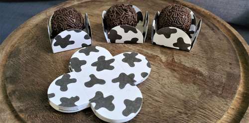Country Farm Cow Marks Chocolate Truffle Wrapper. Forminha para Doces (Caixeta)