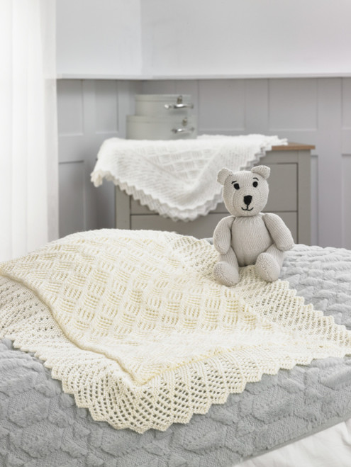 Peter Pan - Double Knitting, Blankets & Teddy :PP006 (Intermediate Knit)