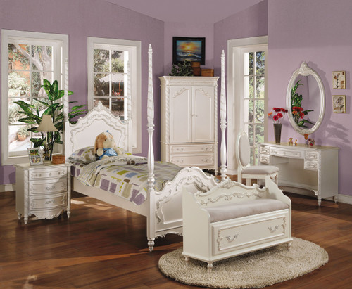 • Box Spring Required • Poster Bed: Wooden Arched HB/FB • Raised Floral Motifs with Accent Gold Finish • 4-Adjustable Posts • Adjustable Rail (two positions) • Casegood Drawer: Glide Center Metal, Dovetail Not Included, Felt-Lined Top Drw, Beveled Mirror • Pearl Collection: Sleigh Bed 01005F/01010T, Wooden Poster Bed 00995F/01000T & Padded Poster Bed 10995F/11000T • Canopy & Trundle Sold Separately 00998F/01003T, Trundle 01008