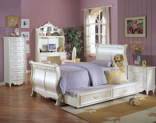 • Box Spring Required • Sleigh Bed: Wooden HB/FB • Raised Floral Motifs with Accent Gold Finish • Adjustable Rail (two positions) • Casegood Drawer: Glide Center Metal, Dovetail French Front & English Back, Felt-Lined Top Drw, Beveled Mirror • Pearl Collection: Sleigh Bed 01005F/01010T, Wooden Poster Bed 00995F/01000T & Padded Poster Bed 10995F/11000T • Trundle Sold Separately 01008