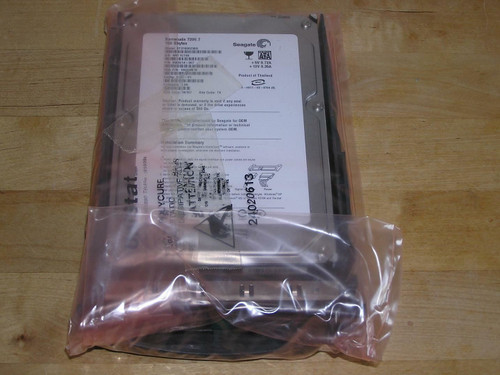 NEW - Lot of 2x Fujitsu S26361-F3106-L160 HDD SATA 7.2k 160GB hot plug RX100S2