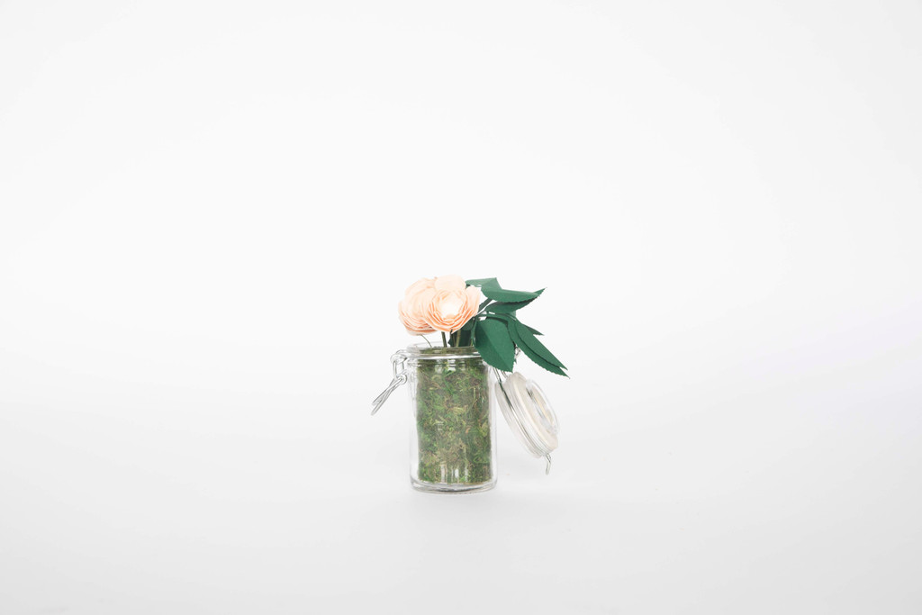 SWEET BLOOMS: THE MINI MAKE YOUR LIFE SWEETER X QUTE BLOOMS come together for an exclusive line of handcrafted mini paper flower arrangements that can be shipped worldwide.  This stunning mini arrangement comes with 3 minature roses in a 3 inch mini mason jar.