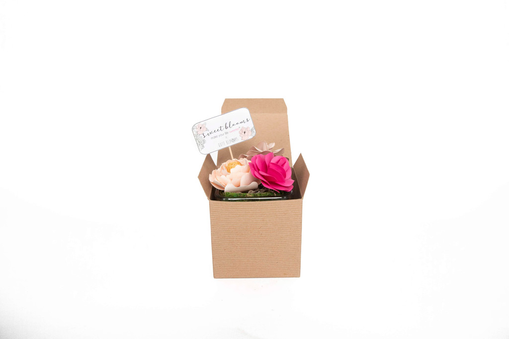 SWEET BLOOMS: PRETTY IN PINK ARRANGEMENT MAKE YOUR LIFE SWEETER X QUTE BLOOMS come together for an exclusive line of handcrafted  paper flower arrangements that can be shipped worldwide.  This stunning  arrangement comes with 3 paper flowers in a glass vase.