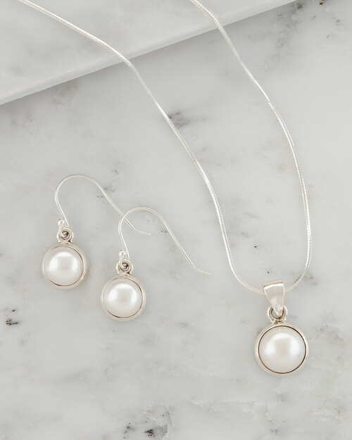 Pearl Jewelry Set View Product Image