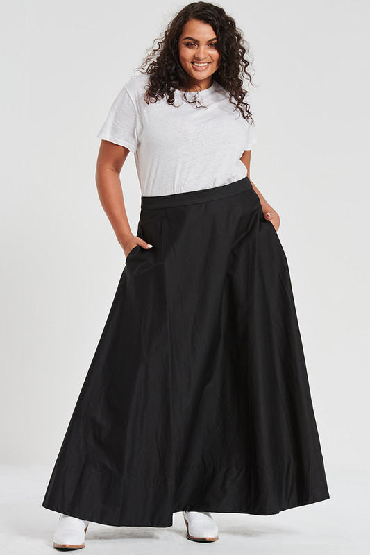 Circle Maxi Skirt in Black