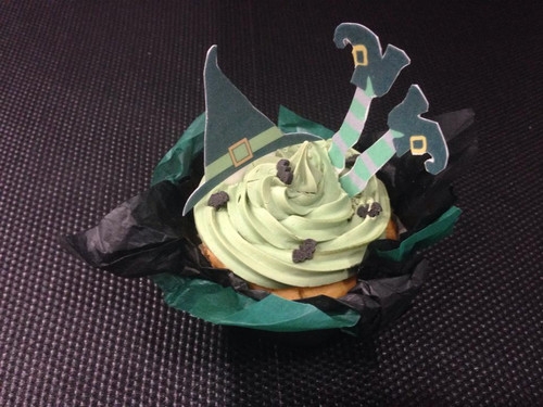 **SPECIAL OFFER** £1.99!! HALLOWEEN WITCHES HAT / FEET MIX -   Standups 12 Edible Standup Premium Wafer Cake Toppers