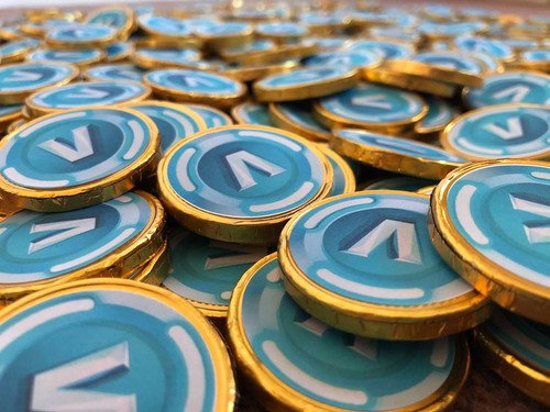 40 Fortnite inspired V Bucks Chocolate Coins Loose. Coins are 4cm with V Bucks on Both Sides. Ideal for Kids Party Bags Xmas Stocking Fillers Kids Game