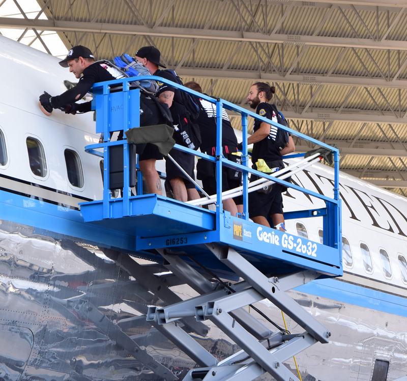 Detailing Air Force One with 16 x 16 Miners