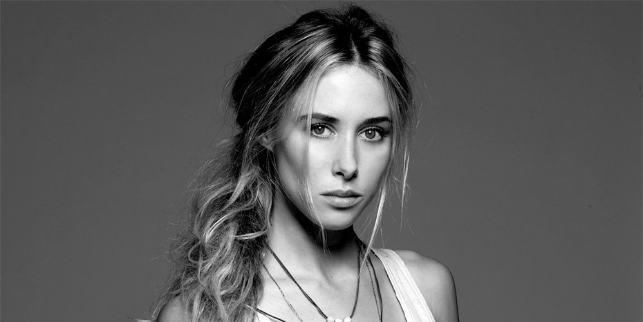 Gillian Zinser: Best Beachy Hair in Hollywood!