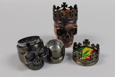 Skulls with Crown Grinder