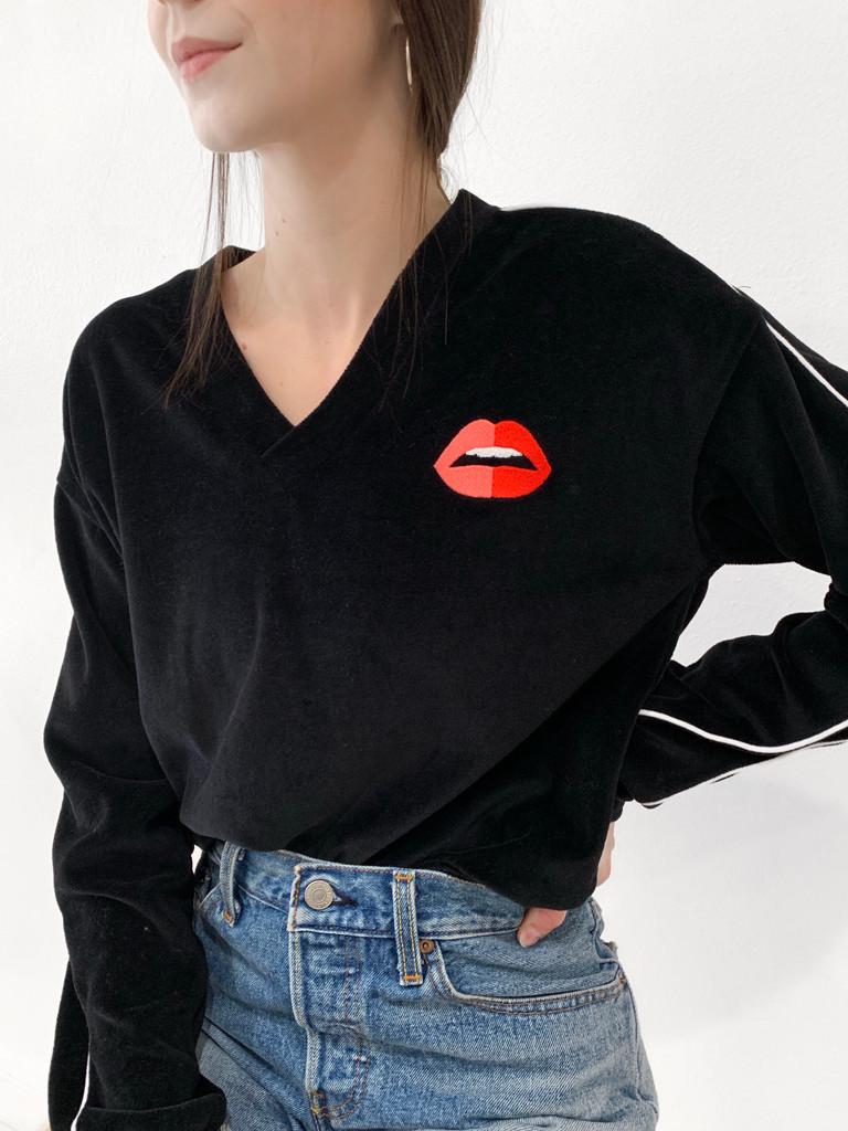 EE Lip Velour V-neck
