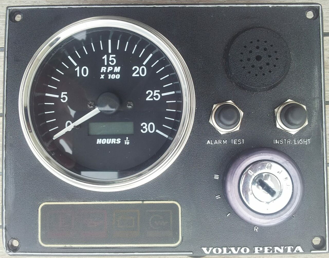 Perkins tachometer & hour meter - parts4engines.com
