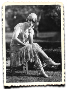 Picture - A 20s well-dress woman in a thinking pose