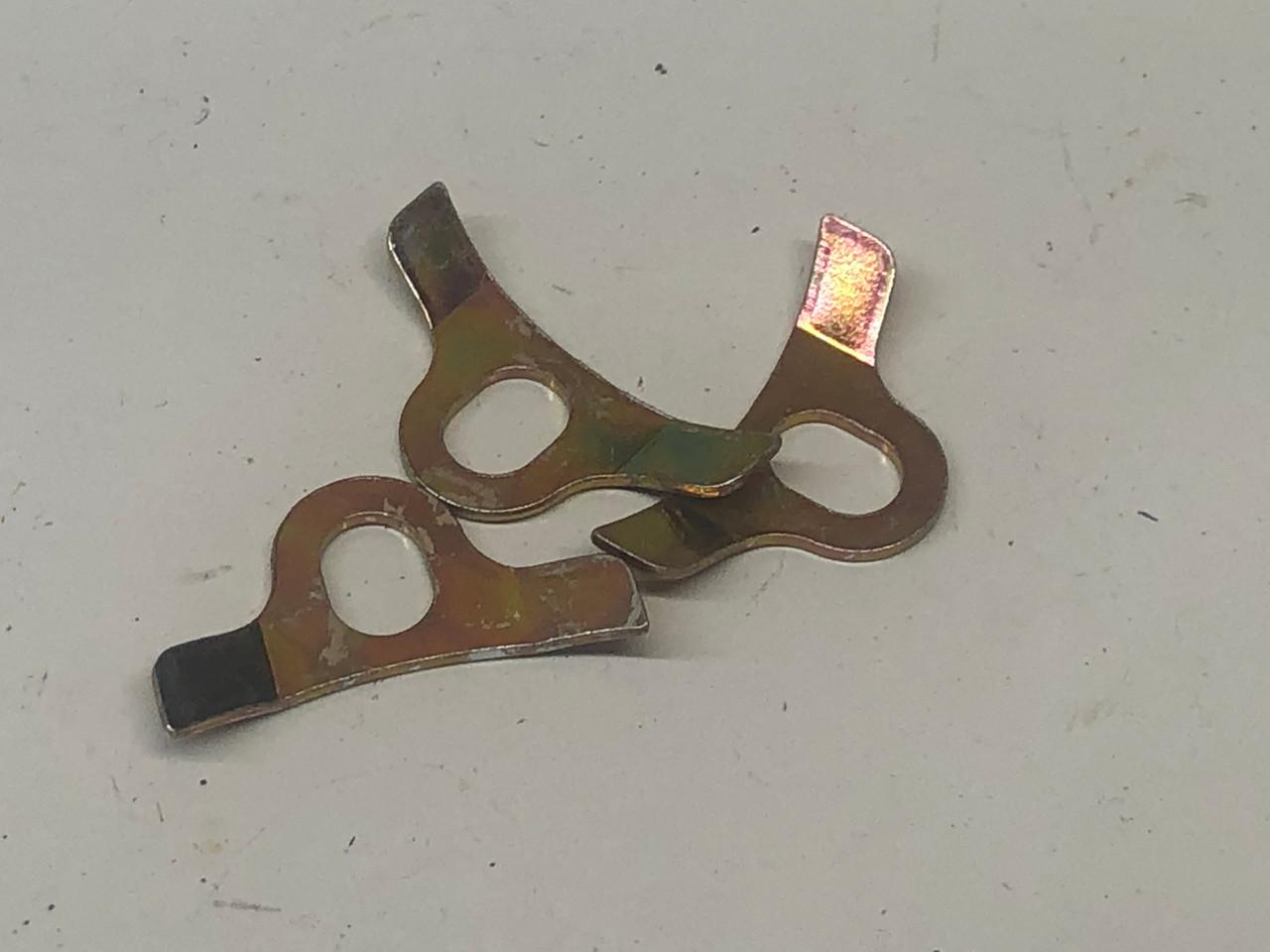 Choke cover retainer, (3)