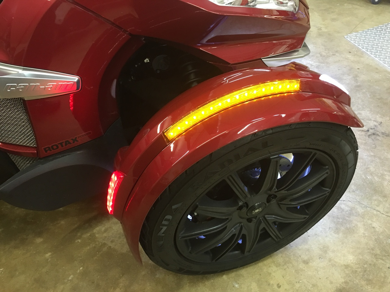 Front Fender Complete Led Reflector Kit By Show Chrome Fits All Rt Wiring Harness Plug Spyders With The