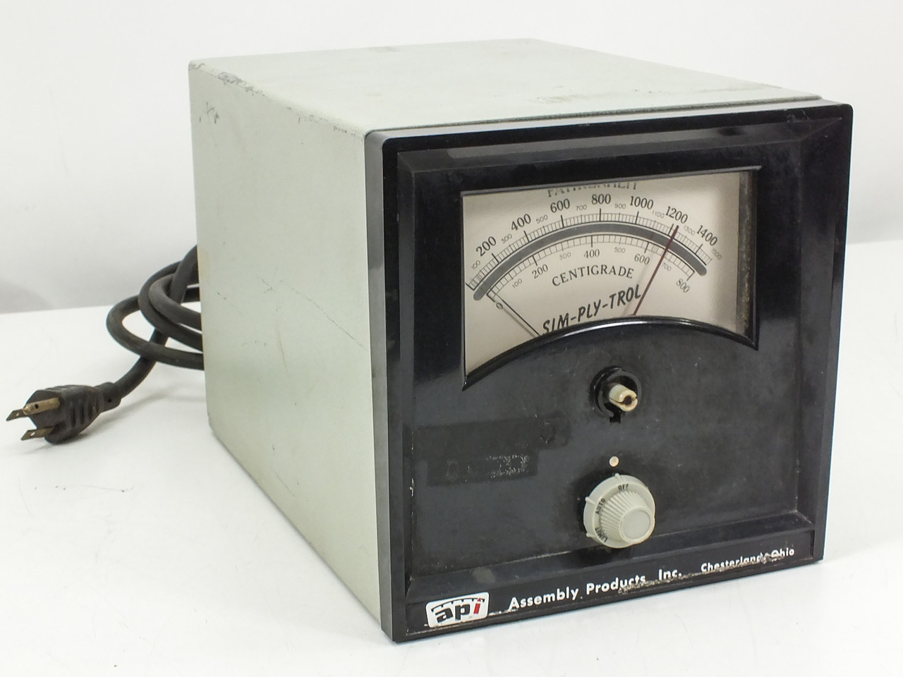 Assembly Products Inc  Sim-ply-trol Pyrometer Centigrade