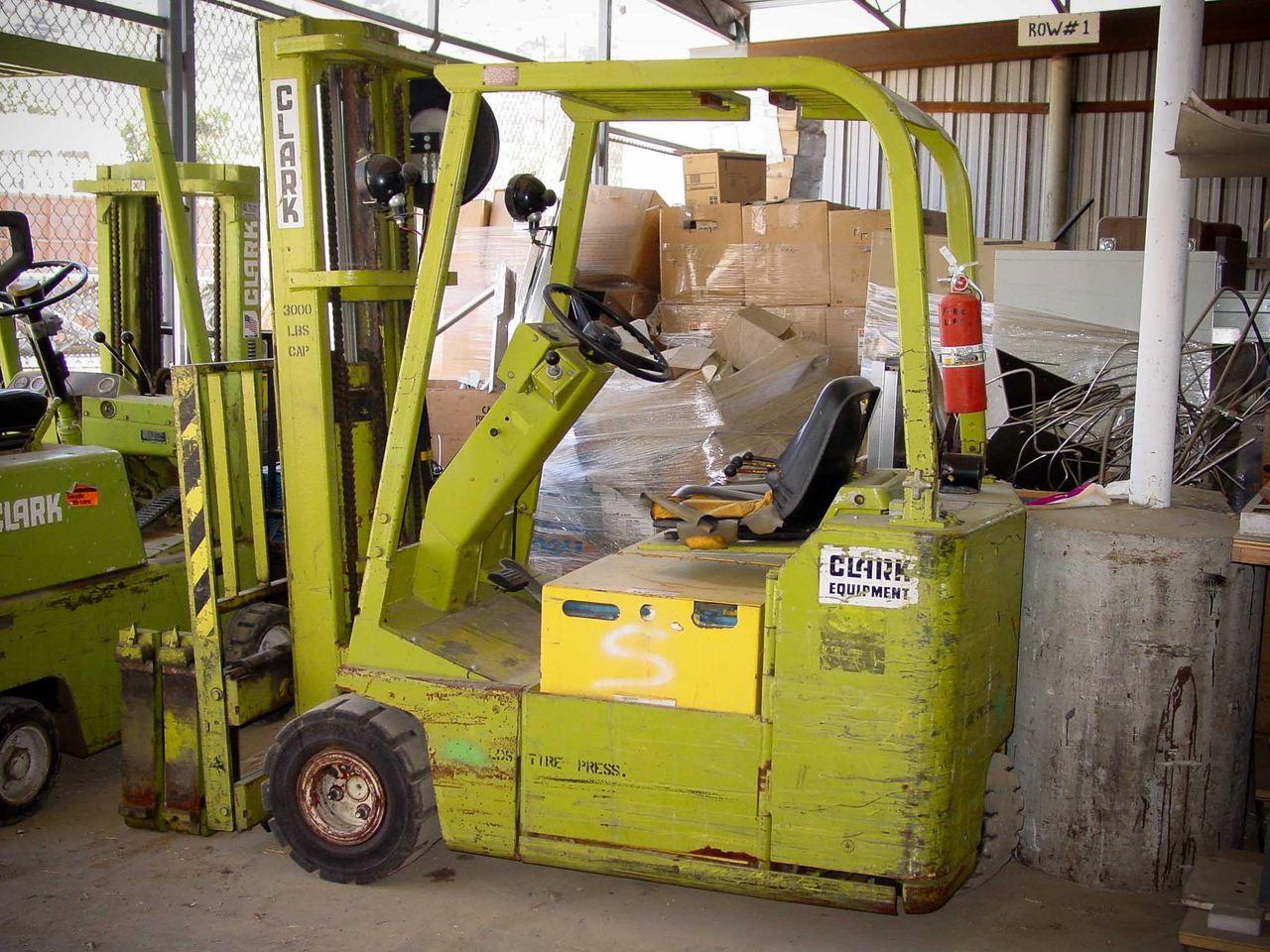 Clark TW 30B 3,000 Pound 3-Wheel Forklift