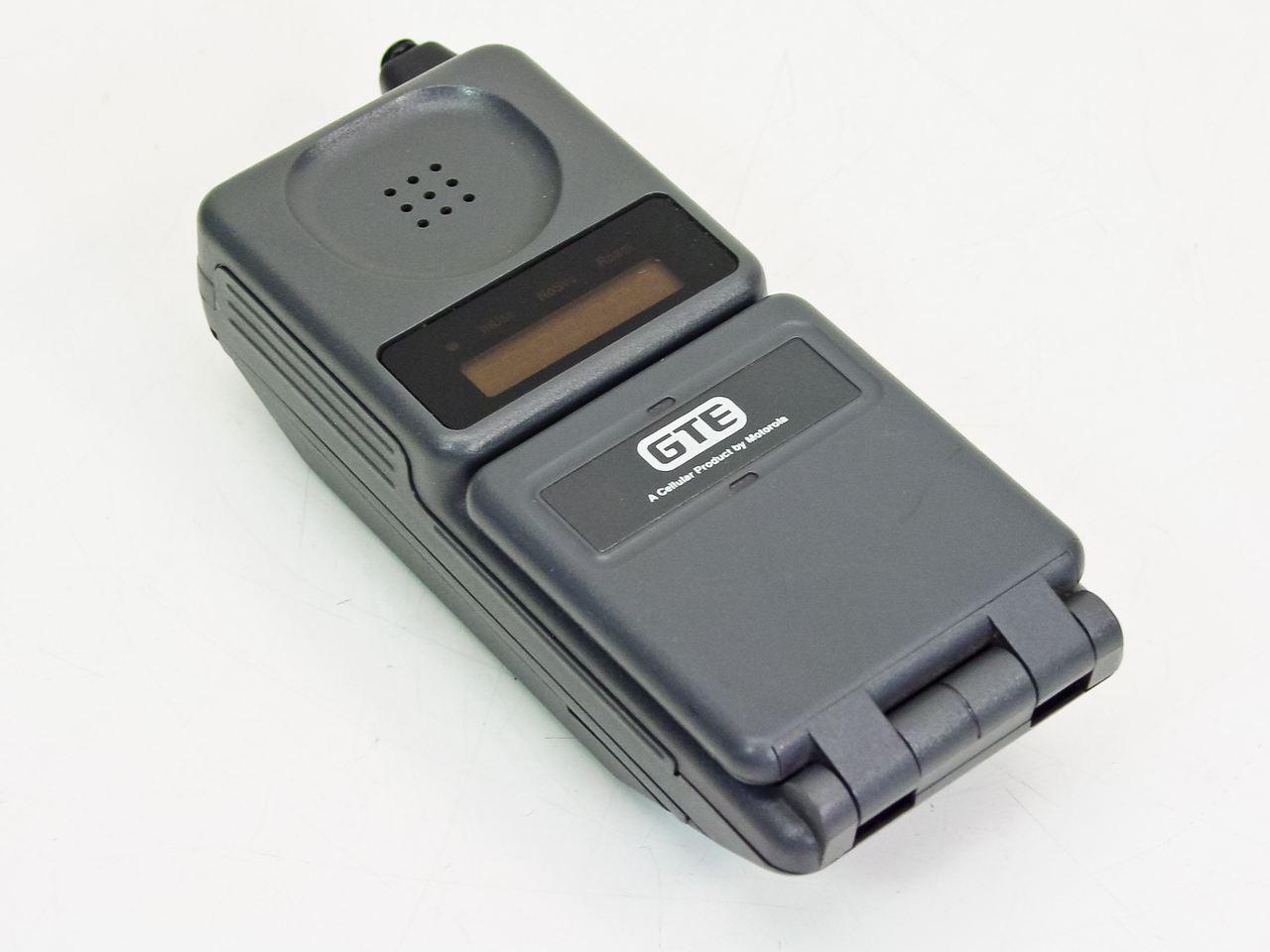 Motorola F09HLD8415 Vintage 90's Cell Phone