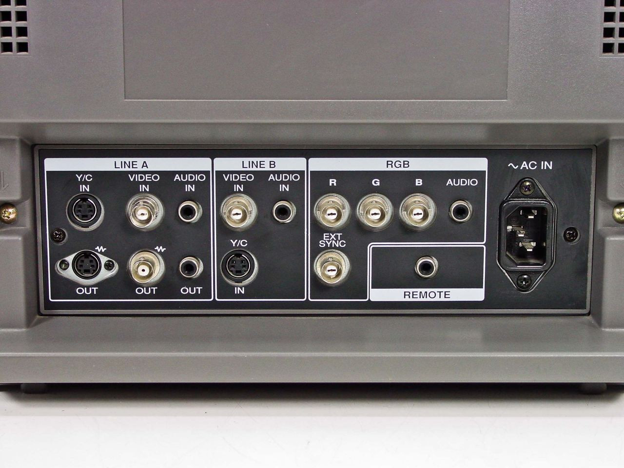 sony-pvm-14n6u-14-trinitron-color-video-monitor-5.39__04969.1490121492.jpg