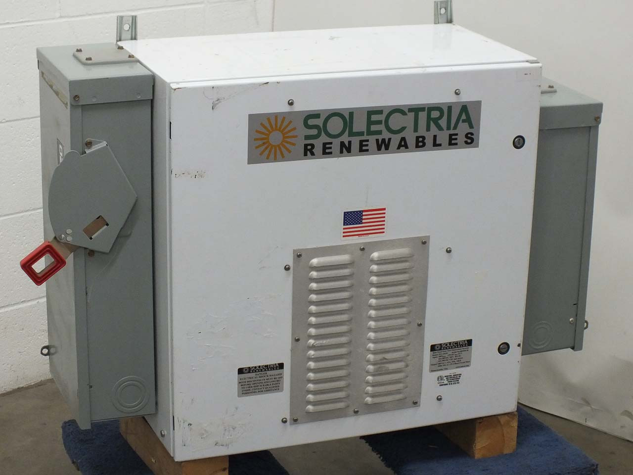 Solectria PVI15KW 15 kW Three-Phase Grid-Tied PV Inverter with AC/DC Cutoffs