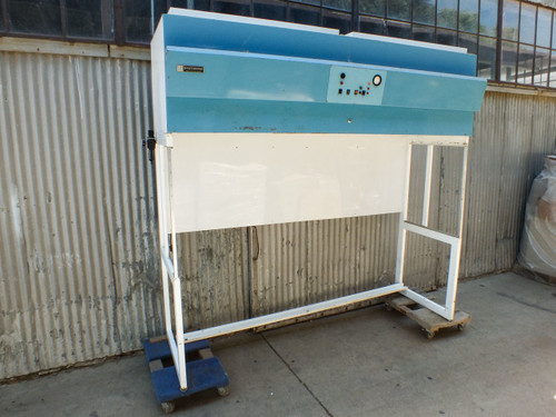 Terra Universal 2005-00 Laminar Flow Downdraft 8.6-Ft Wide Dayton 5C093 Blowers