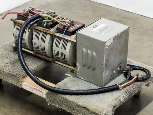 Superior Electric 136-1033 Powerstat Motor-Driven Variac PRI: 208 SEC: 0~208 VAC