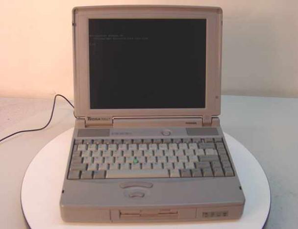 Toshiba PA1214U-T2A Tecra 700CT P-120 16MB RAM 1.2GB Hard Drive BAD FDD - As Is