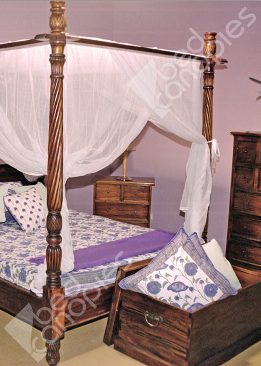 ... Canopy Bed Curtain On Poster Bed ...