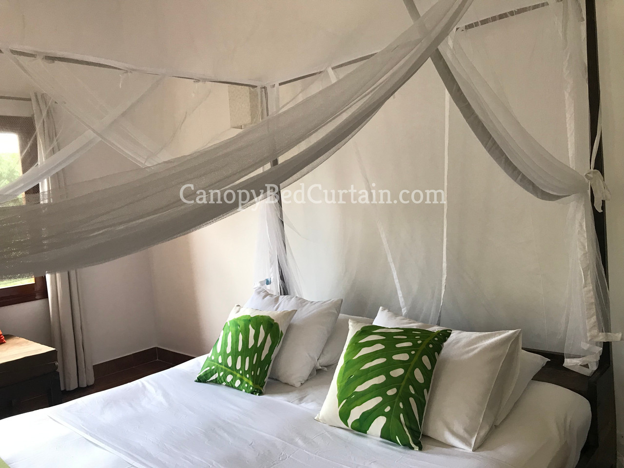 Canopy Bed Curtain. Queen.