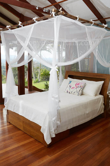 Canopy_bed_curtain