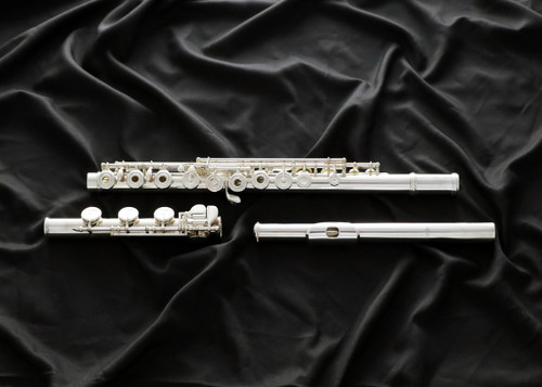 Altus 1507 (Altus-1507)  This flute is made of .958 Britannia silver and offers a choice of three headjoint cuts, allowing individuals to develop their own voice.