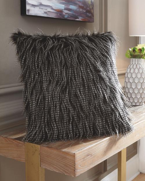 Ryley Black Pillow(4/CS)