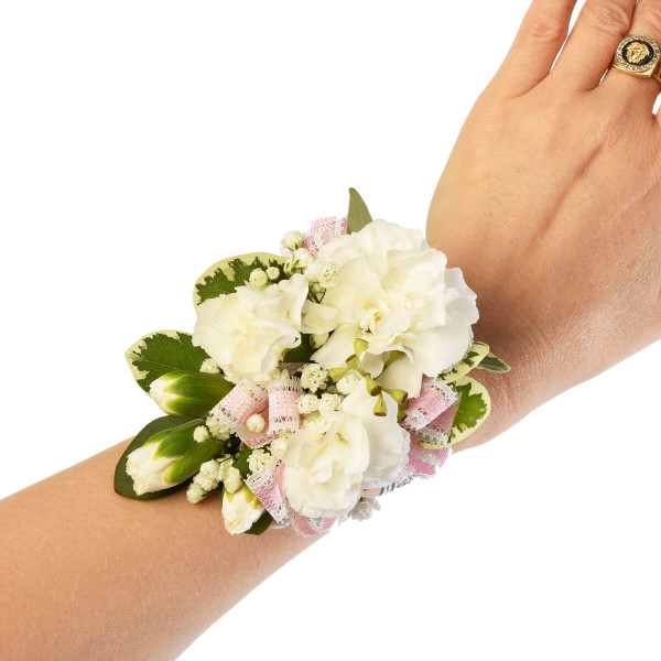 Gorgeous designs in corsages and boutonnieres in Vancouver, Burnaby, Coquitlam and North Vancouver. Local Florist in Burnaby Adele Rae florist.