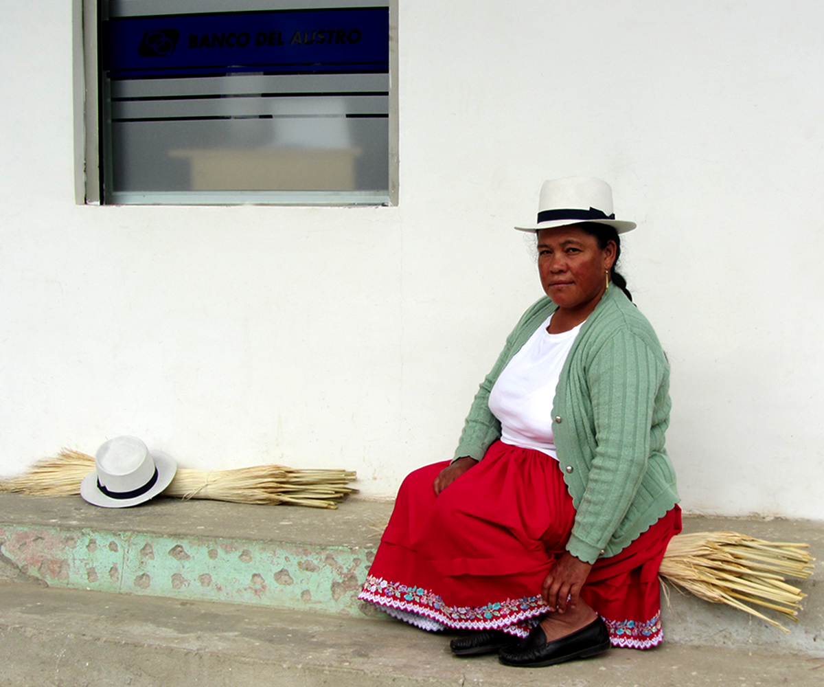 the-panama-hat-company-ecuadorian-weaver-woman.png
