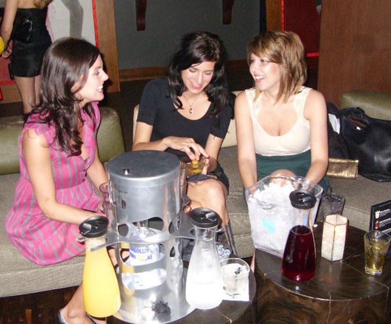 Bottle service tray