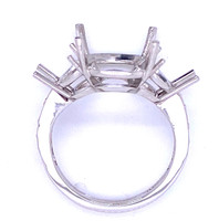 9418 - Platinum cushion diamond mounting with triangle sides