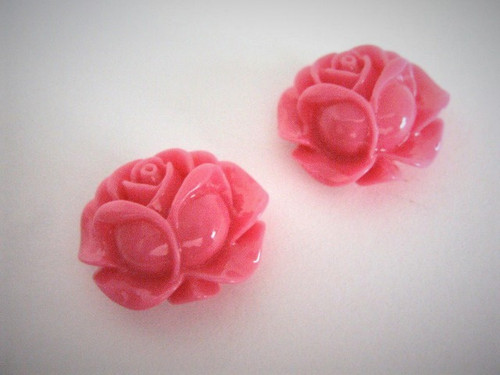 Opaque dark pink 21mm rose bud flower resin cabochon