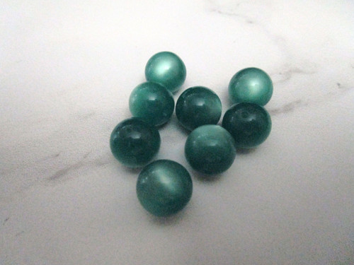 Green moonglow 14mm round vintage lucite beads