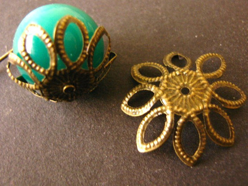 Antique bronze finish 22mm spike flower bead caps