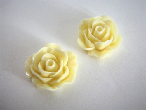 Opaque cream 17mm rose flower resin cabochon