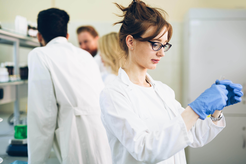 female-student-of-chemistry-working-in-laboratory-xjervl7.jpg