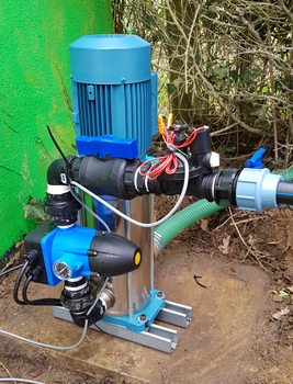Bowls Club 4 Sprinkler Remote Hose Watering Kit - Pump