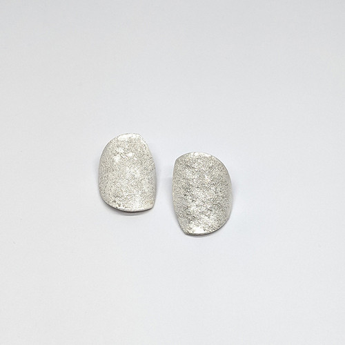 Curved Granulated Studs