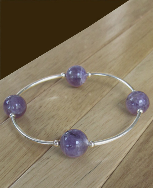 The four pearls on the Blessing Bracelet represent people of things for which you are most grateful