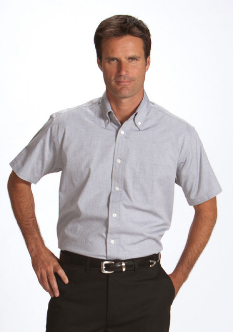 Short sleeved men's uniform shirt