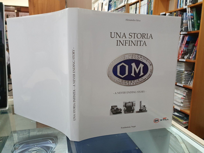 Om – A Never ending Story (Italian & English text, by Alessandro Silva, ISBN: 9788889108379)